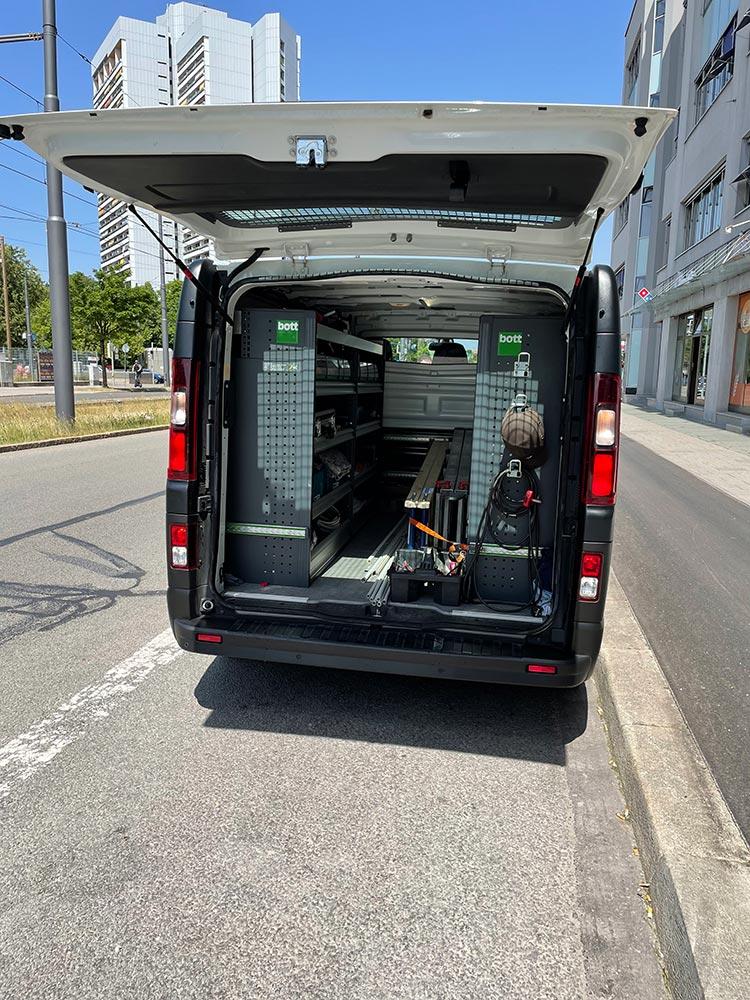 vlachos-elt-tech-muenchen-firmenfahrzeug